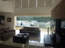 Casa de alto padrão em Condominio Fechado cercado pela natureza