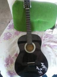 Vendo este violão semi novo