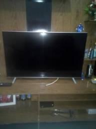 Vende se uma TV smart 40 polegadas com WiFi e nettlix