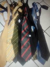 Acessórios (12 gravatas diversas)