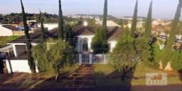 Vende-se casa estilo clássico, 05 suítes, 04 terrenos com 2.025 m2 e 498,00 m² área constr