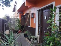 Linda casa/sobrado+casa conjunta no centro de cachoeirinha