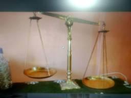 Balança de bronze Direito