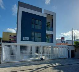 Apartamento nos BANCÁRIOS, com varanda, 2 quartos 1 suite, Próx.Colégio GEO