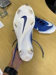 Chuteira da Nike importada- com trava de metal