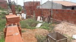 Terreno em construção bem localizado 10mil avista 12mil parcelado com a entrentada