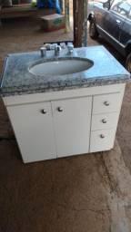 Lavatório pia de banheiro usado