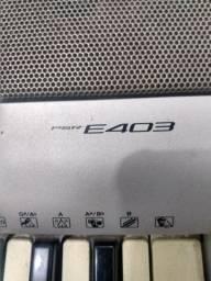 Teclado musical Yamaha E403