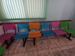 Título do anúncio: 2 Longarinas 4 e 6 assentos colorida assento plástico