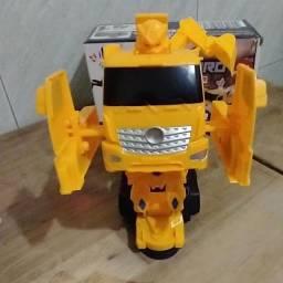 Título do anúncio: Carro Que vira  Robô, Transformer, Escavadeira, 3 Pilhas AA,NOVO/ACEITO TROCAS