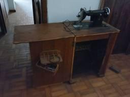 Título do anúncio: Máquina de costura Singer antiga