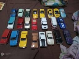 Título do anúncio: Coleção de miniaturas de carrinhos ,motos e aviões.