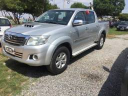 Vendo troco ou financio hilux Manual diesel 4x2 - 2011