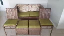 Sofá de Vranda em Fibra sintética com duas cadeiras e dois pufs mesmo material