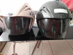 Vendo 2 capacetes preço de um. 60.00 reais
