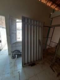 Portão de alumínio mas pia é janelas