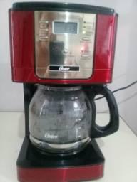 Cafeteira da marca Oster vermelha Programável.