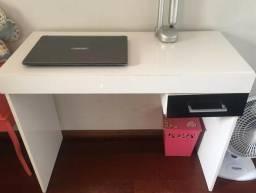 Escrivaninha - mesa para estudos