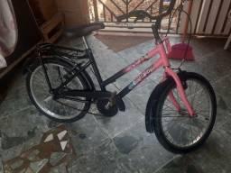Vende-se  uma bicicleta  infantil  feminina ,
