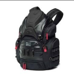 A Mochila Oakley Big Kitchen Backpack 35L Black