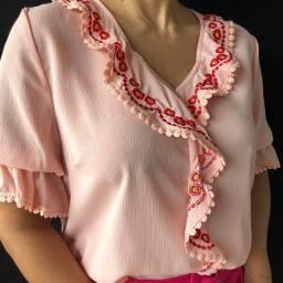 Blusa decote bordado
