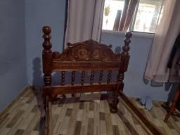 Cama de madeira maciça de solteiro