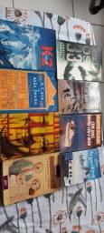 Livros variados de literatura e histórias.