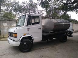 710 ano 1997 tanque de inox 4 mil litros valor 70 mil.