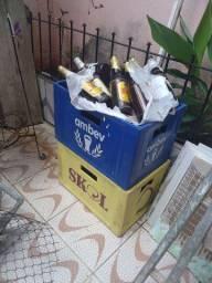 Vendo  garrafa de cerveja  com grade