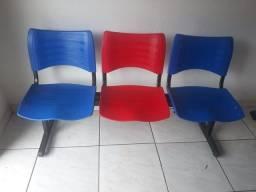 Cadeira longarina pouco tempo de uso