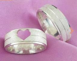 Par aliança prata coração vazado. Metal prata 950