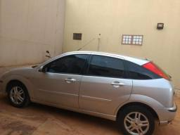 Ford Focus Hatch 1.6 8v - 2004