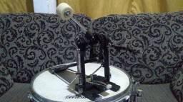 Caixa,pedal e estante da marca TAMA