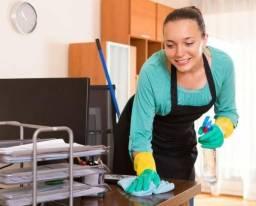 Doméstica passar arrumar cozintar
