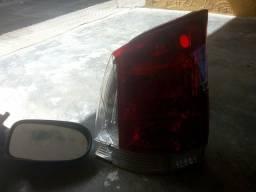 Vendo uma lanterna e um retrovisor de pálio 2013