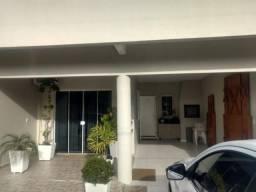 Excelente Casa com 3 dormitórios à venda em Itapema