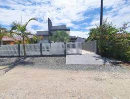 Casa a venda no centro de Itapoá SC