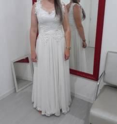 Vendo vestido de noiva bordado com pérolas
