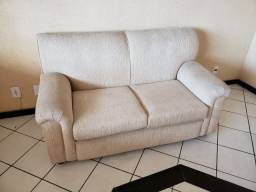 Sofa Claro de tecido prático e bonito