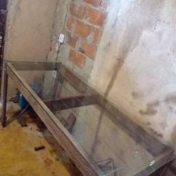 Título do anúncio: Mesa de madeira com tampo de vidro, luxo.