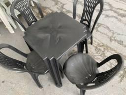 Título do anúncio: Temos jogo de mesa plastica cor preta nova para bares e restaurante no atacado