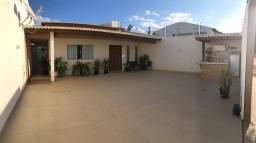 Título do anúncio: Casa para venda possui 250 metros quadrados com 3 quartos em Vila Eulália - Petrolina - PE