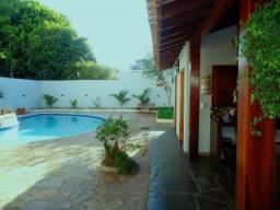 4 suites, 480m² area construida centro
