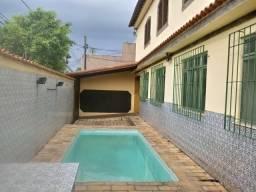 Iraja - Casa de Esquina 590 m² - Para duas Famílias, com Piscina, Garagem 6 Vagas