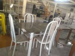 Mesa com 4 cadeiras de pedra