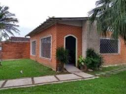 Casa averbada com 2 dormitórios e 2 vagas à venda na Vila Operária