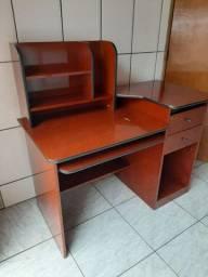 Mesa para computador, usada
