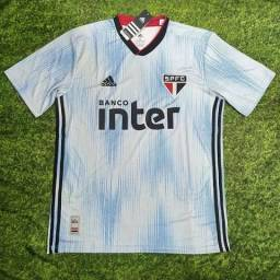 Camisas de times europeus e brasileiros