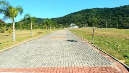 Terreno em Belíssimo Condomínio Fechado entre Jurerê e Canasvieiras