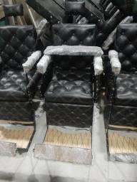 Título do anúncio: Cadeiras de barbeiros novas.